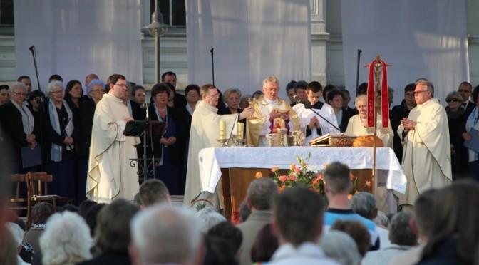 Msza Św dziękczynna na wągrowieckim Rynku Wągrowiec 28.04.2014