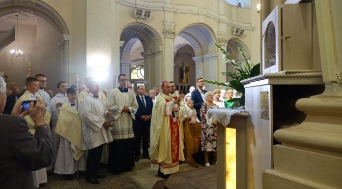 Apostołowie Miłosierdzia u wągrowieckich paulinów,      gdzie stanął ołtarz – Tryptyk Miłosierdzia